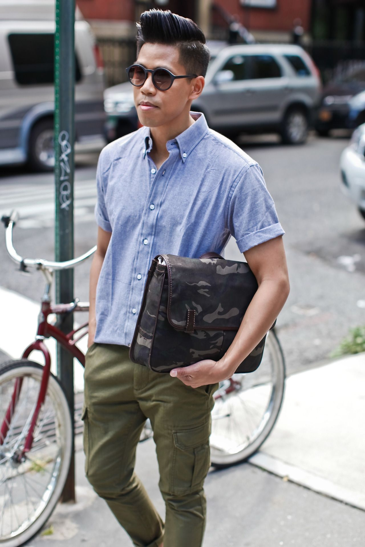 Closet Freaks Carries A #Fossil Mercer EW Messenger