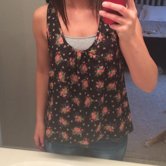 Flower halter This halter tank is flowy it goes from high to low(see picture) perfect condition I purchased this from F21. Only worn once.I will pack and ship items the day of purchase or the very next day depending on when items are purchased.I  do bundle discounts!  smoke free home.Thank you for looking! Teenbell Tops Tank Tops