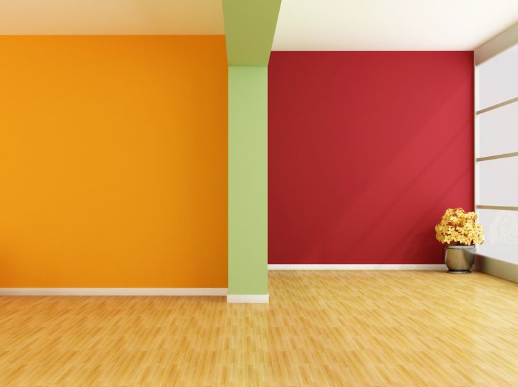 The Green Accent Wall Has Two Complimenting Colors In This Example Red And Orange