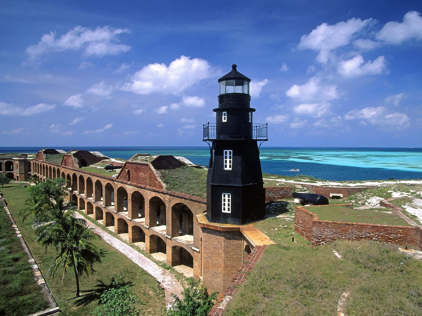 The Dry Tortugas Are A Small Group Of Islands Located At The End Of The Florida Florida Lighthouses Beautiful Lighthouse Dry Tortugas National Park