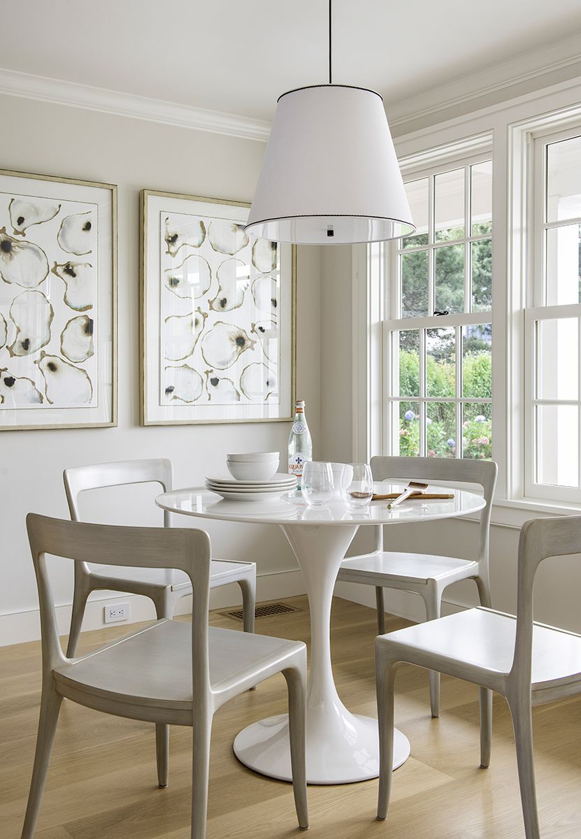 Breakfast Nook | Dining Space | Lake House | Beach House | #beachhouse #coastalliving #diningroom #diningroomdecor #diningroomdesign #diningroomideas #interiordesign #interiordesigntips #homedecor #homedecorideas