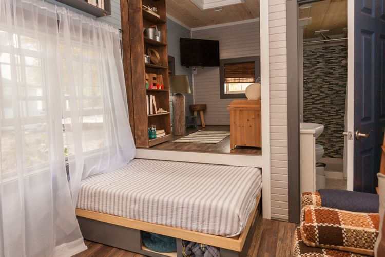 Tiny House Pull out bed Main Floor Tiny house bedroom