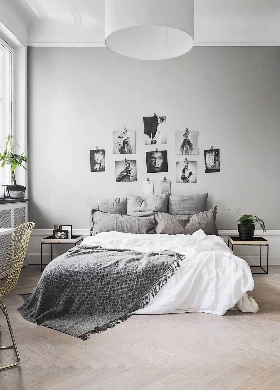 Chambre tendance avec mur de peinture grise, et tête de lit ...