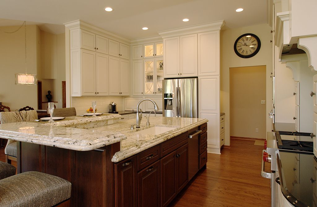 Kitchens By Design Fahey Kitchen Note Too The Ceiling Cabinet How To Break Up The Solid Ness Of It All Luxury Kitchens Kitchen Kitchen Design