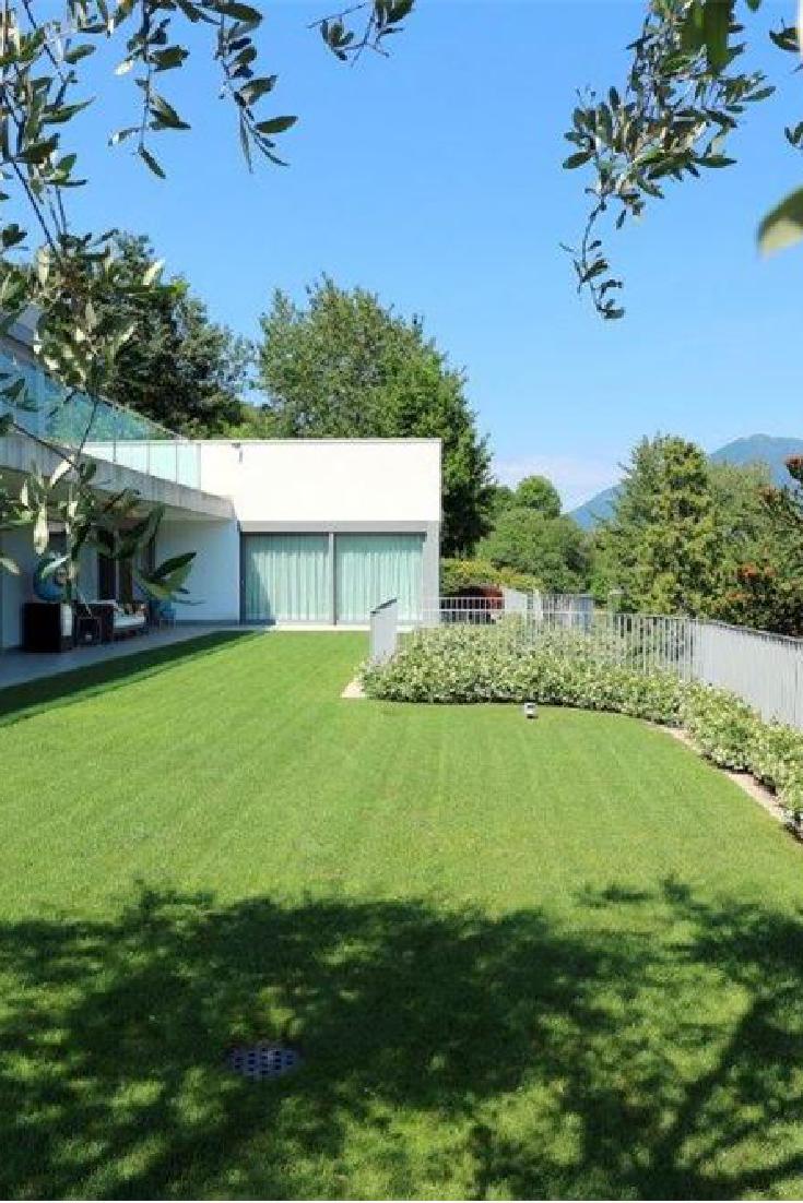 Questa Bella Villa In Stile Minimal Funzionale E Con Vista Lago A 180 Si Trova A Vico Morcote Essa Articola Su Immobilienmakler Gewerbeimmobilien Immobilien