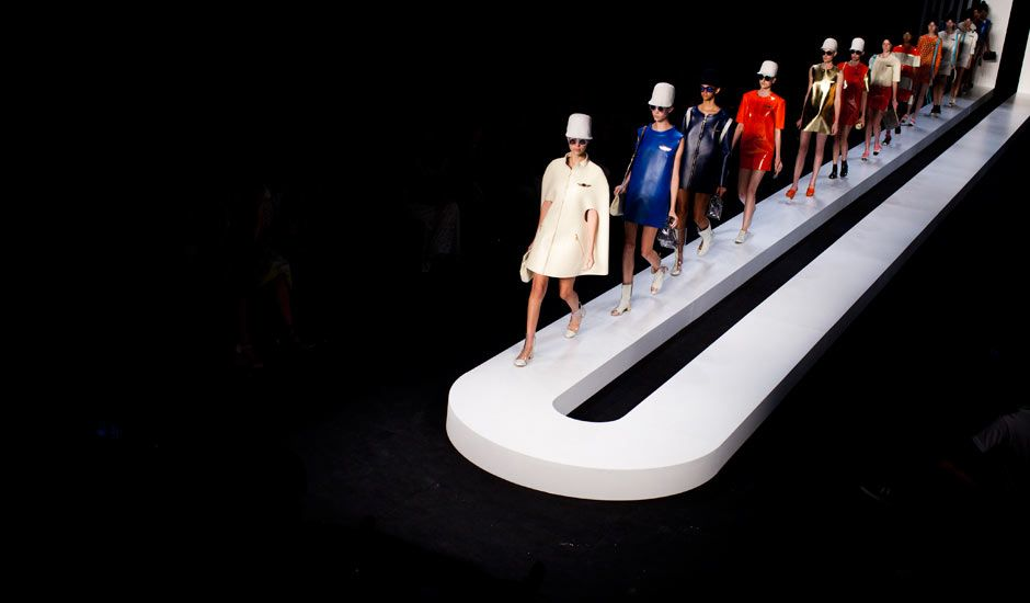 Picture Of The Day Rio Fashion Week Fashion Show Themes Catwalk Design Fashion Sets Design