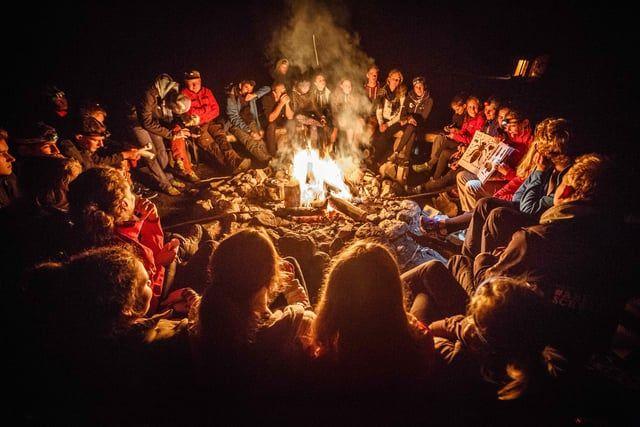 Den Schwarzwald mit anderen Augen sehen – das ist das Ziel des Young Explorers Programs.    Ein Netzwerk aus Leuten schaffen, die sich für Natur begeistern und mit Freude auch andere begeistern. Verwirklicht wird dies durch ein jährlich stattfindendes Camp, welches stetig neue Young Explorers hervorbringt. Was den Funken für den Nationalpark dabei entfacht,  ist eine Mischung aus Fotografie- und Filmworkshops, sowie gemeinsamen Naturerlebnissen im Nationalpark Schwarzwald unter dem Motto…