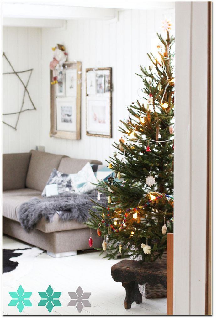 christmas tree, star (and look at those frames) Christmas ~ Deck