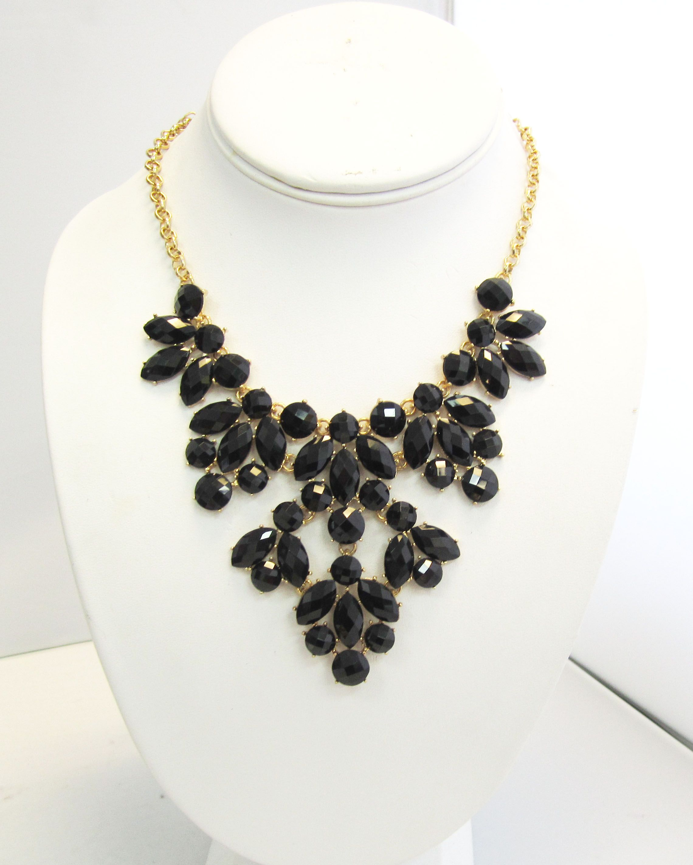 Statement Necklaces - Collares Cortos