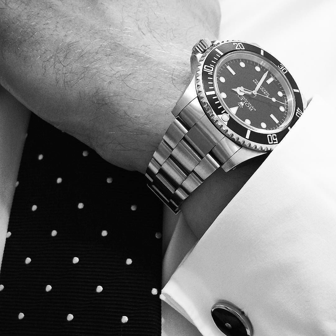 Usually I'm not a friend of wearing sports watches with suits but hell yeah the Sub No Date is always perfect! #rolex #submariner #14060 #14060m #wristshot #wristshots #wristwatch #wristwatches #subnodate #watchfam #tie #blacktie #dresscode #business #law #lawyer #classic #style #cufflinks #bw #blackwhite #ootd #luxify #thechronextway by watchnerd #rolex #submariner