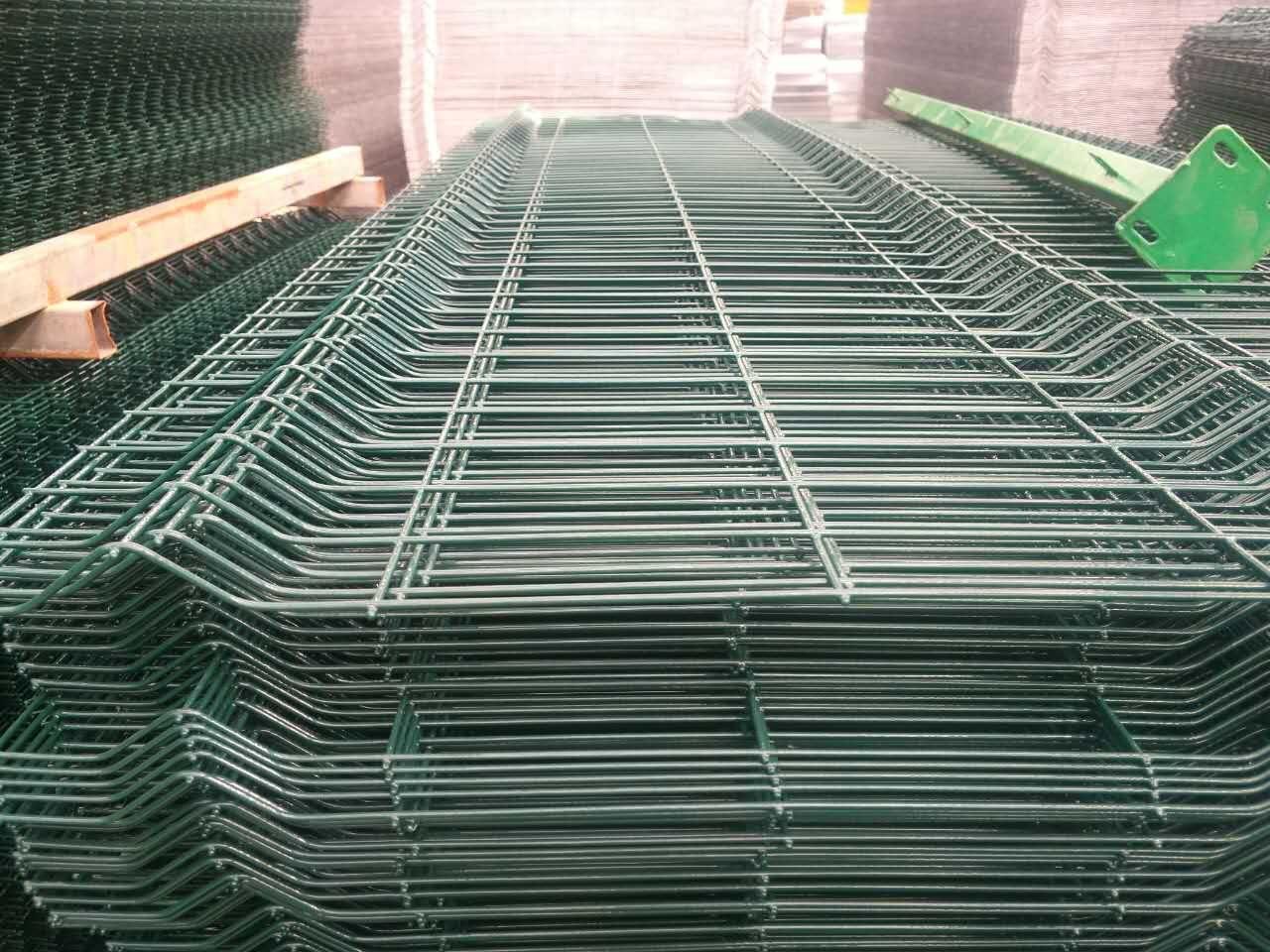 dark green bending wire mesh fence wire diameter:4mm Pitch:60*200mm ...