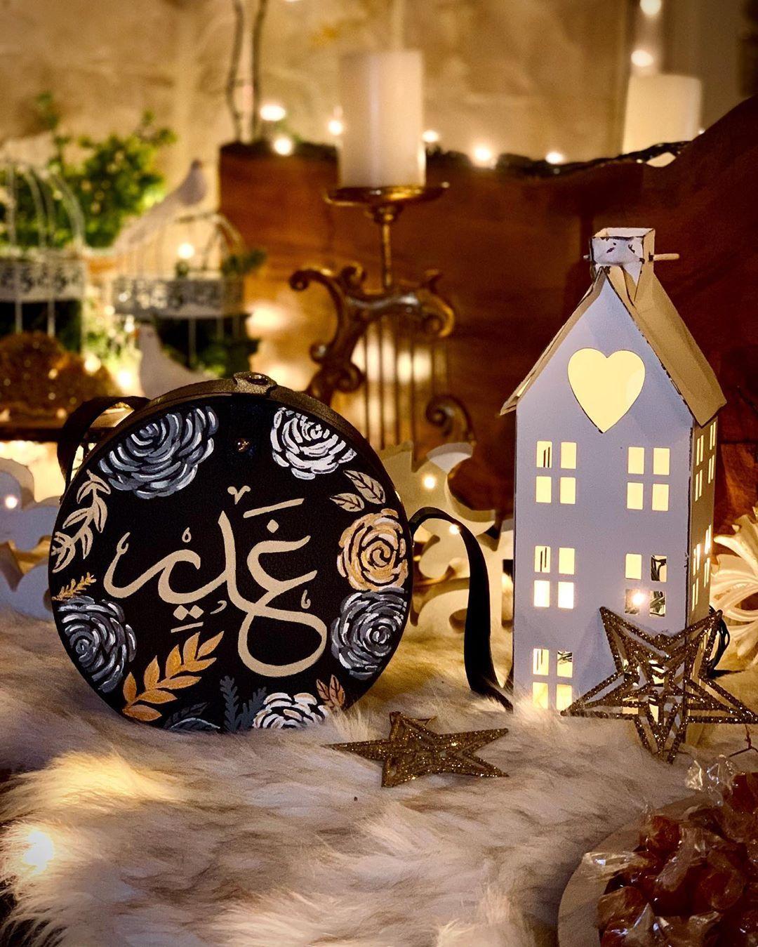 غدير حد زينة رمضان كتير بحب الوان الدهبي و الفضي مع الاسود اكيد لاحظتو هالشي غدير رم Table Decorations Painted Clothes Hand Painted