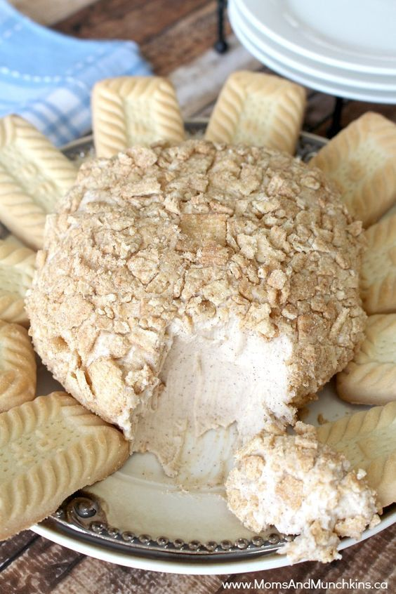 Cinnamon Bun Cheese Ball #cinnamontoastcrunch