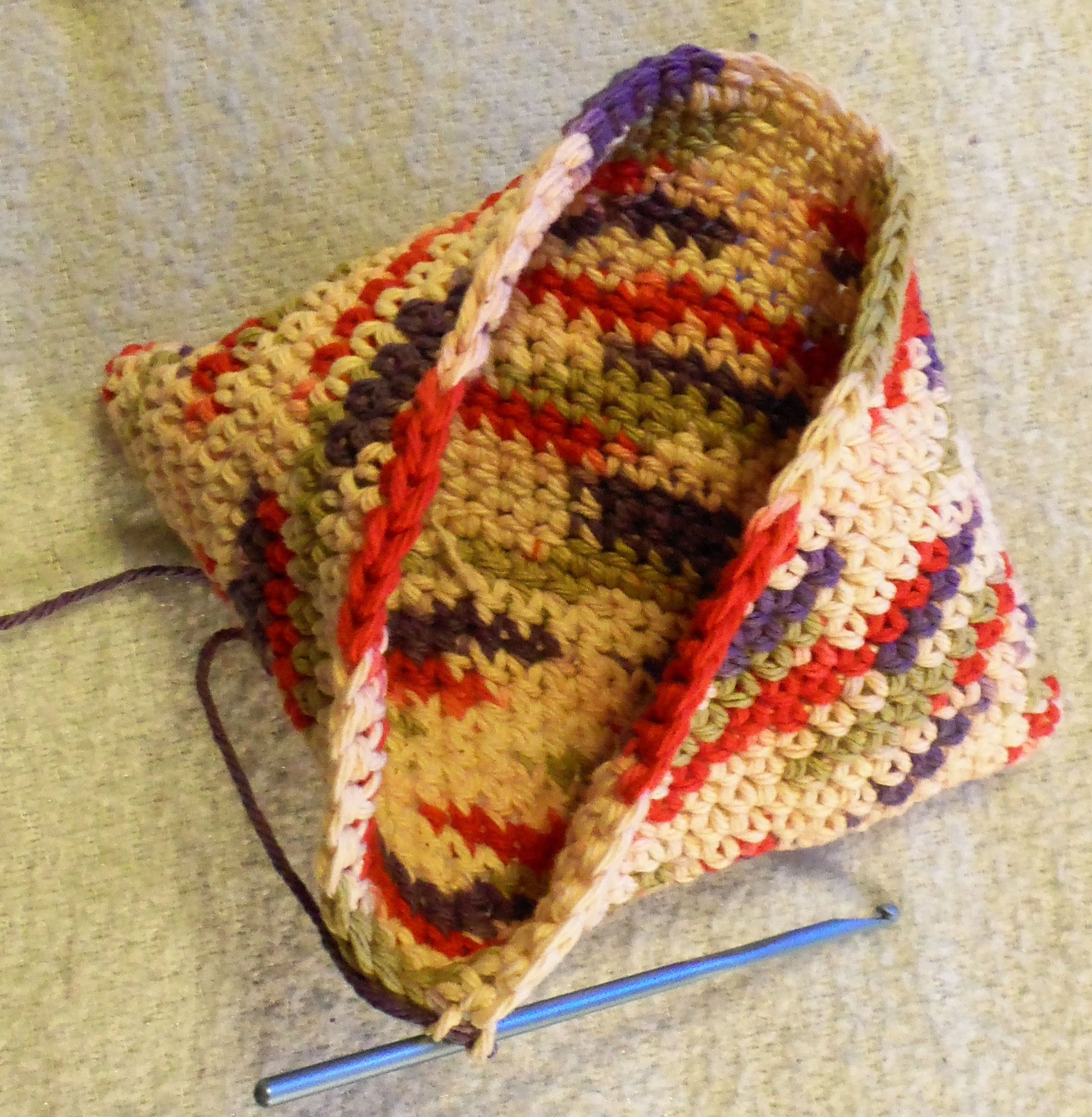 Turn on Itself Potholder (or MAGIC POTHOLDER) | yarn | Pinterest ...