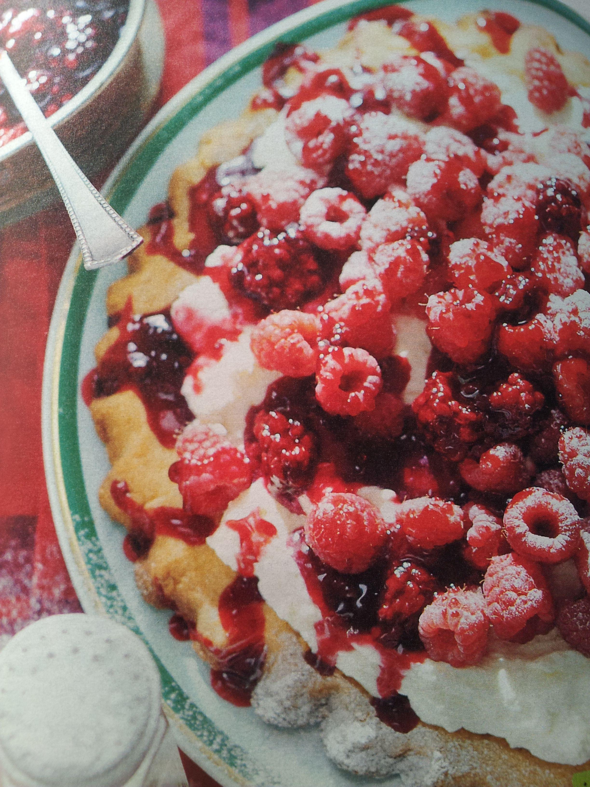 Mascarpone,1beker greek yoghurt,poedersuiker, lange vingers,diksap,dessertsaus aardbeien,1bakje aardbeien,citroensap
