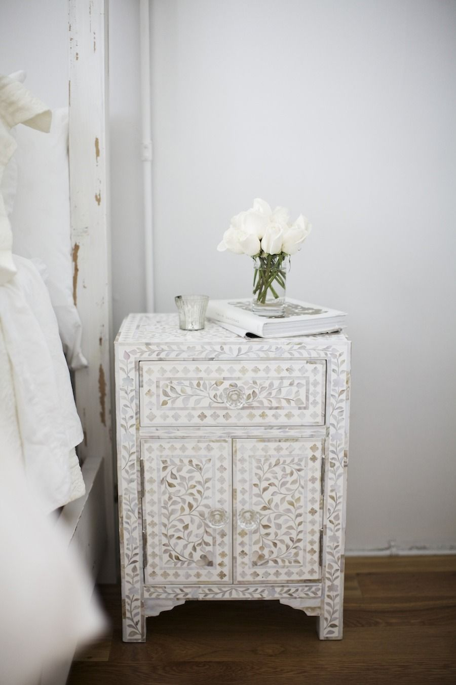 The prettiest patterned nightstand in an all white #bedroom | Old ...