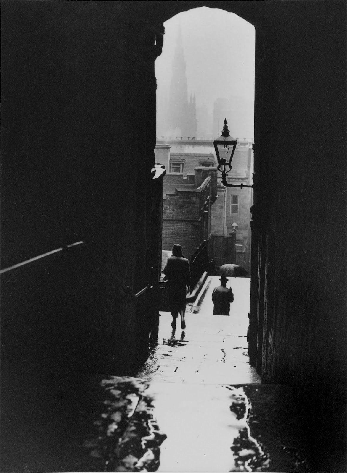 © Norman Parkinson - Edinburgh, 1950. S)