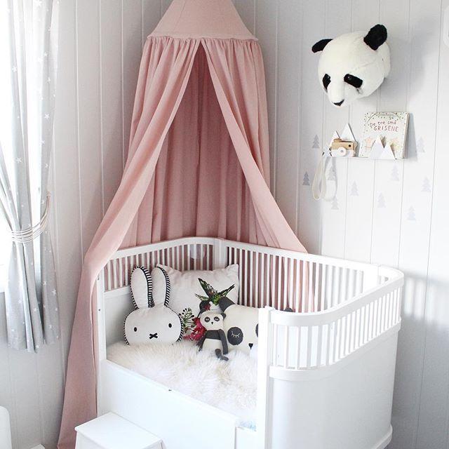 sengehimmel baby Sengehimmel Rosa i en nydelig rosa farge, kommer i 100% bomull som  sengehimmel baby