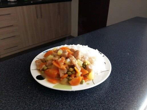 Estofado de pollo de soya con salsa de champiñones. Soja chicken stew with mushroom sauce on the top (:
