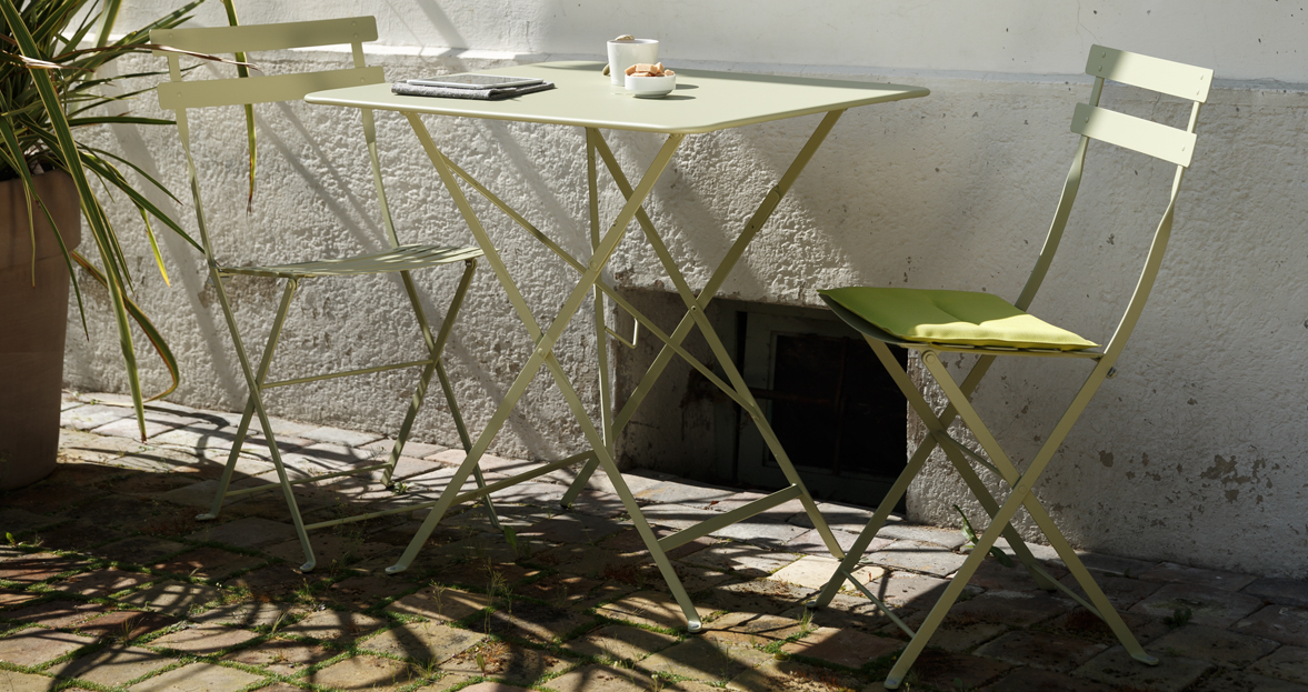 chaise metal et table de jardin Bistro | Our Glampy Roadtrip | Pinterest