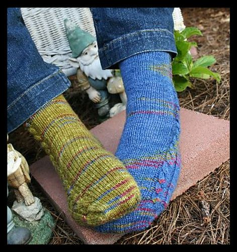 A great simple toe-up pattern for travel knitting! Pattern ...