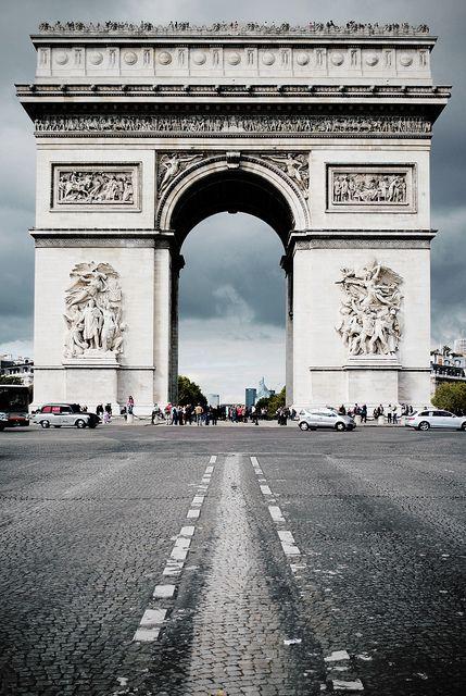 L'Arc de Triomphe by Roy van der Zwaan