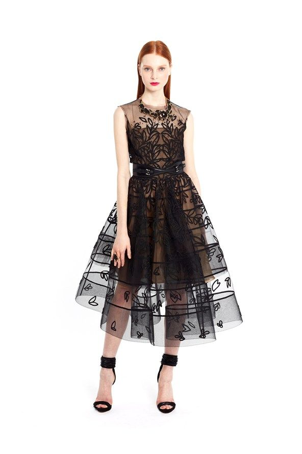 This is THE dress! Oscar de la Renta pre s/s 2015. Beautiful patterns and what a perfect line.