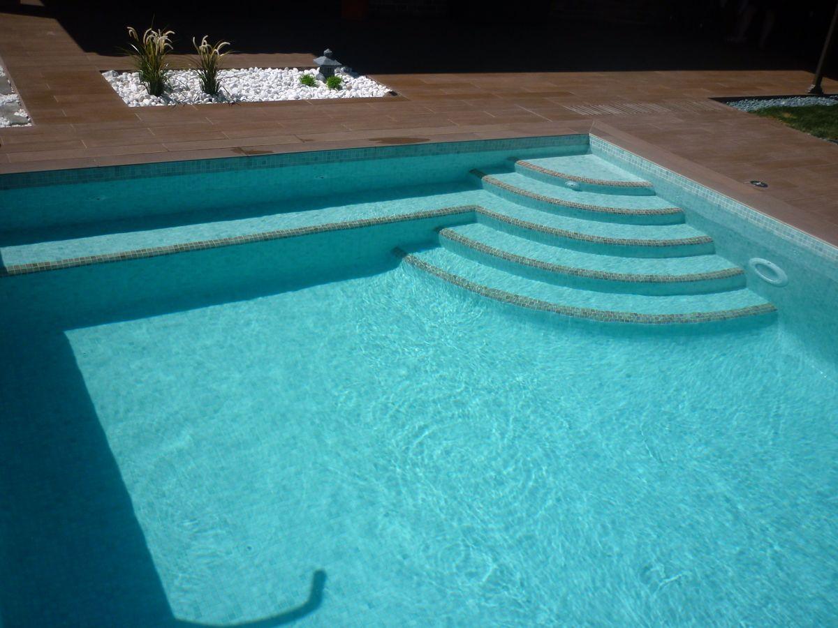 Imagen relacionada piscinas pinterest piscinas for Escaleras de piscina