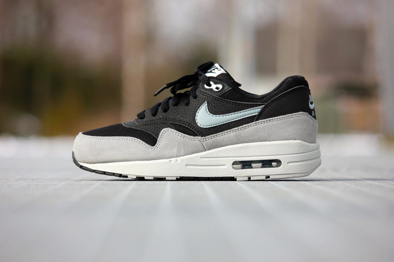 nike air max 1 womens essential anthracite purple white wedding