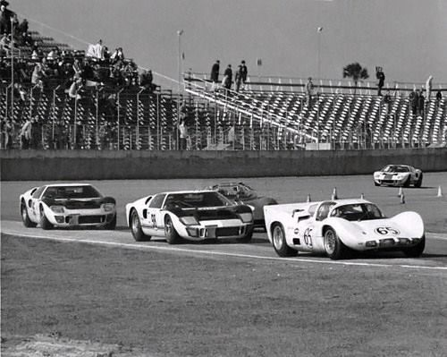 Daytona 1966 A Chaparral 2d And Some Ford Gt40 Mk Ii S Are Seen
