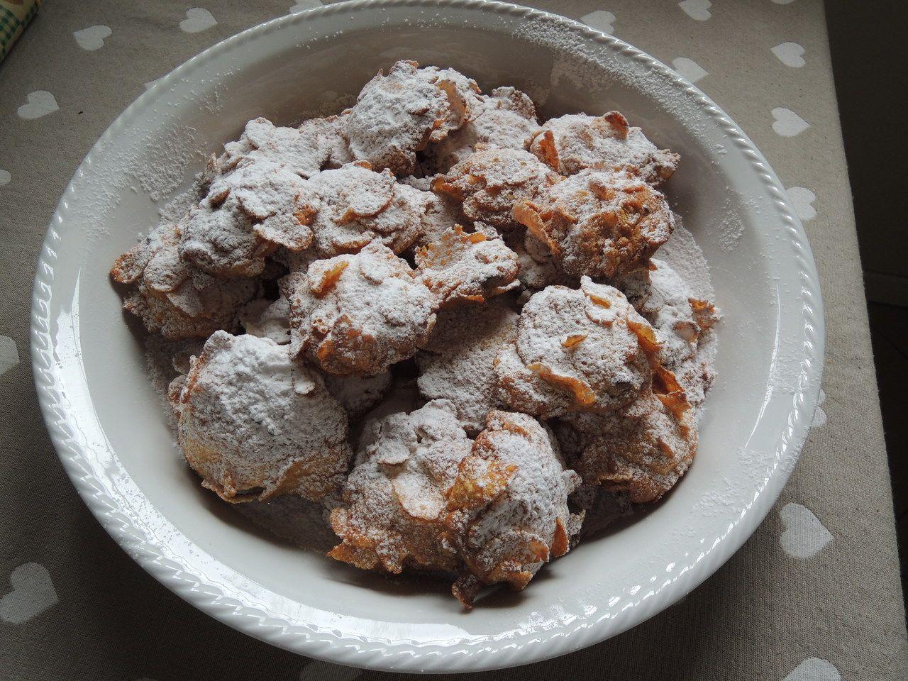 Questa ricetta di biscotti me l'ha data la mia vicina di casa e devo dire che mi ha molto soddisfatta. Tutte le volte che li ho preparati hanno avuto molto successo fra parenti e amici, sono così leggeri che ne mangeresti uno dietro l'altro.