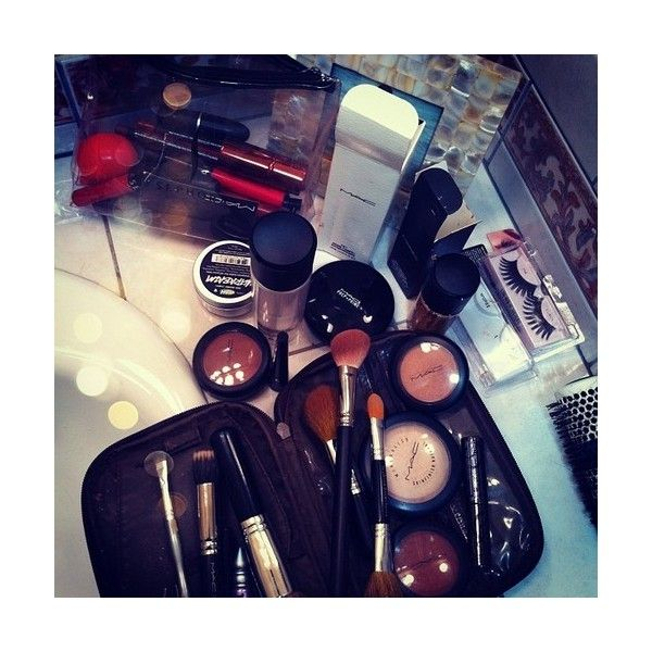Tumblr ❤ liked on Polyvore featuring make up sets and makeup