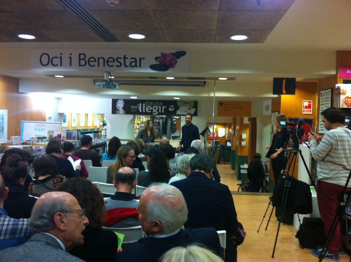 Presentación de 'FELICIDAD. MANUAL DE INSTRUCCIONES' de Javier Salinas en la Casa del libro de Barcelona.