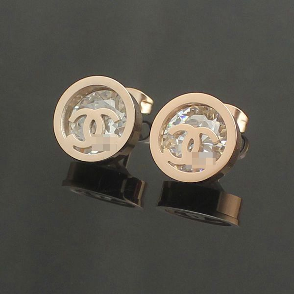 women 18k gold chanel CC earring stud $14.8