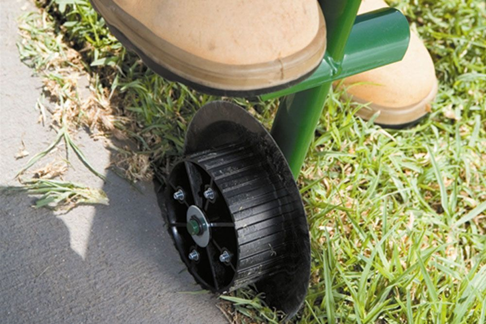 A Guide To Lawn Edgers Lawn Edger Garden Edging Tool Lawn Edging