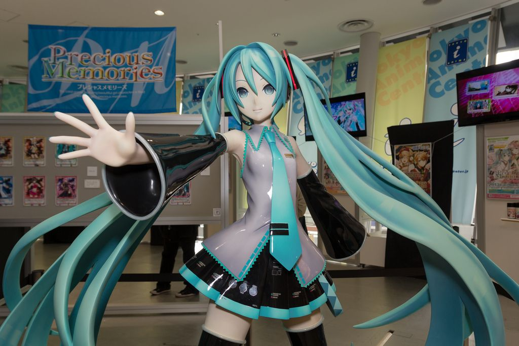 Giant Miku figure Anime Figures, Dolls, and Nendroids