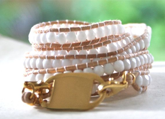 White wrap bracelet with natural leather. Customized plaque.