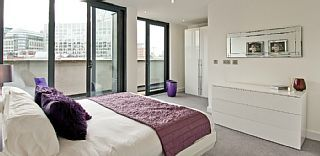 The City of London | Two Bedroom Holiday Apartments | Sleeps 2 to 5 PersonsHoliday Rental in City of London Financial District from @HomeAwayUK #holiday #rental #travel #homeaway