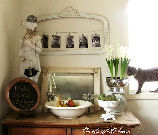 from the old white house blog ~ like the look, specially the pictures hanging from the old frame!