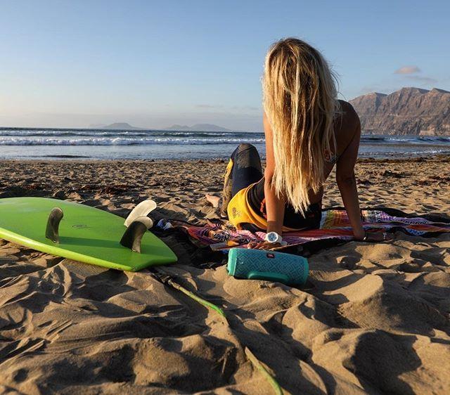 Girls Surfing Wallpaper: Surf Girl Instagram: Smeshlivaya