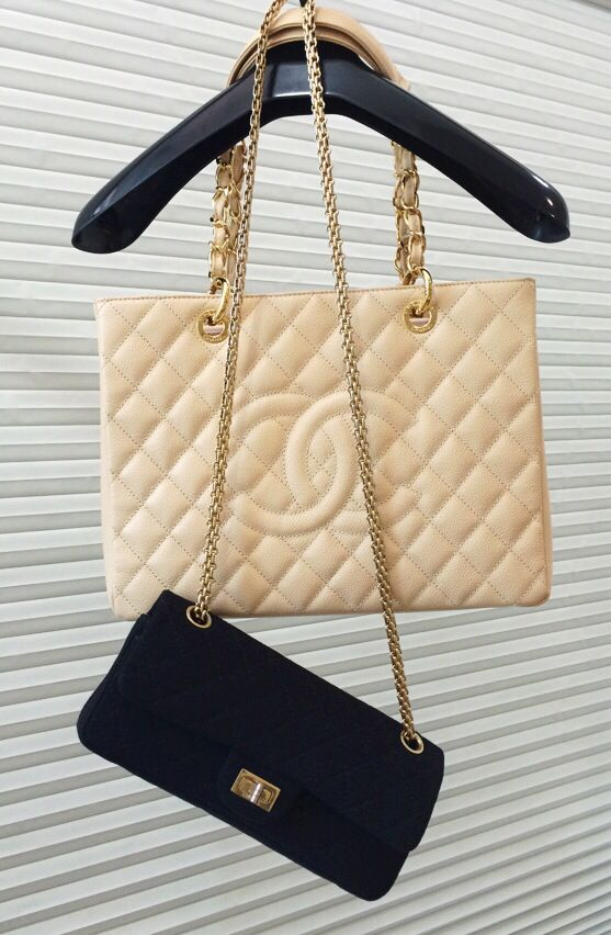 Chanel Classics in Beige & Black ◼️