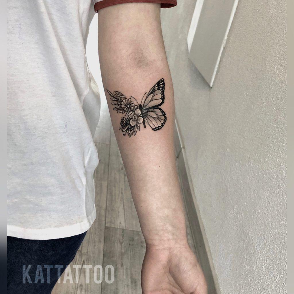 Motyl I Kwiaty Tiny Tattoos Cute Tiny Tattoos Tattoos