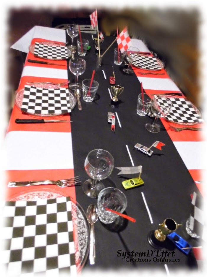 d co de table rouge et noir d coration anniversaire pinterest deco de table table et rouge. Black Bedroom Furniture Sets. Home Design Ideas