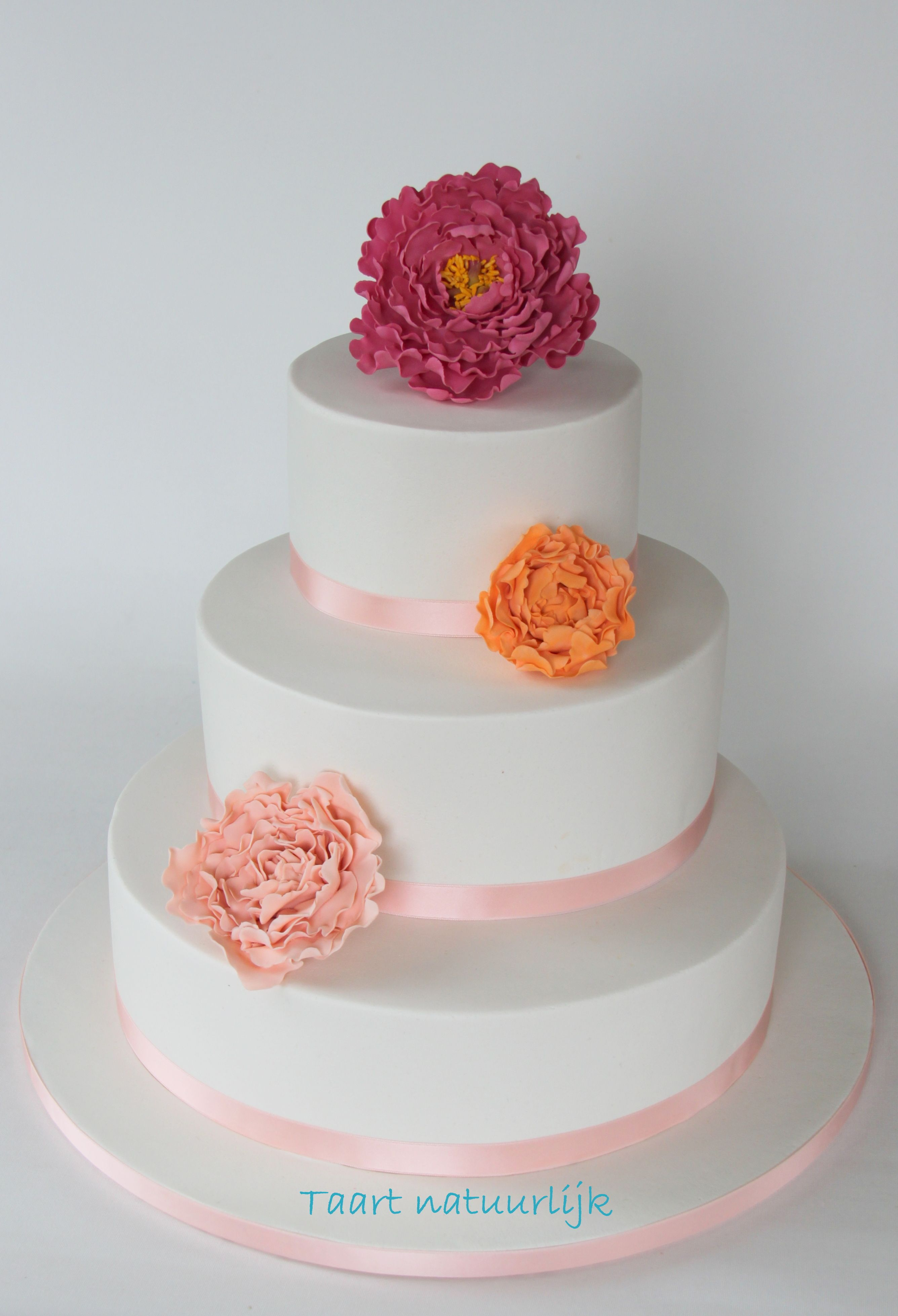 Bruidstaart wit roze oranje pioenrozen pioenroos Wedding cake sugar peony white pink orange peach