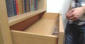 Lochfreie Schublade unter dem Tisch Wei/ß