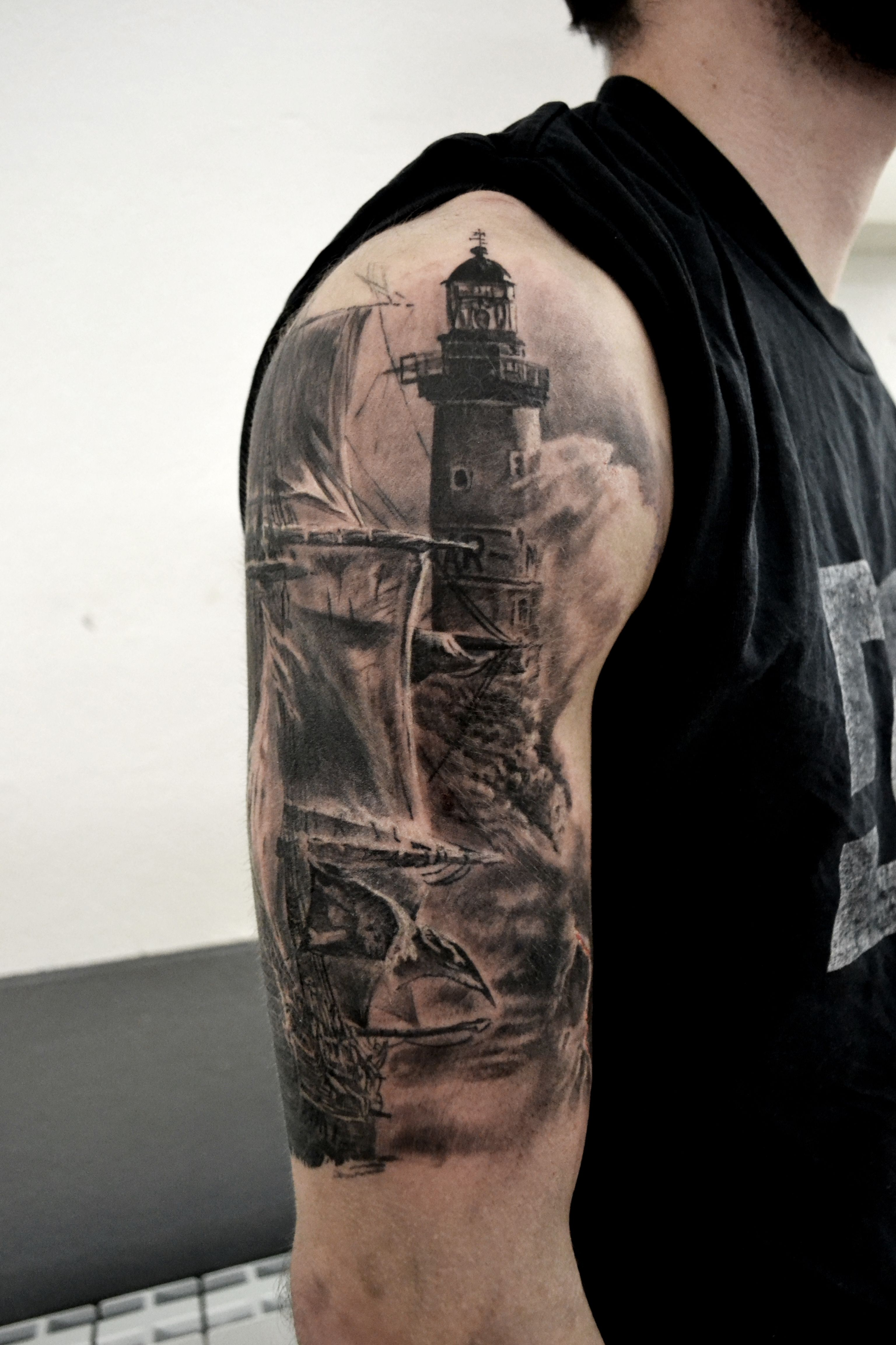 tatouage phare mer par stephane bueno tatoeur studio black corner tattoo tattoo tattoos. Black Bedroom Furniture Sets. Home Design Ideas