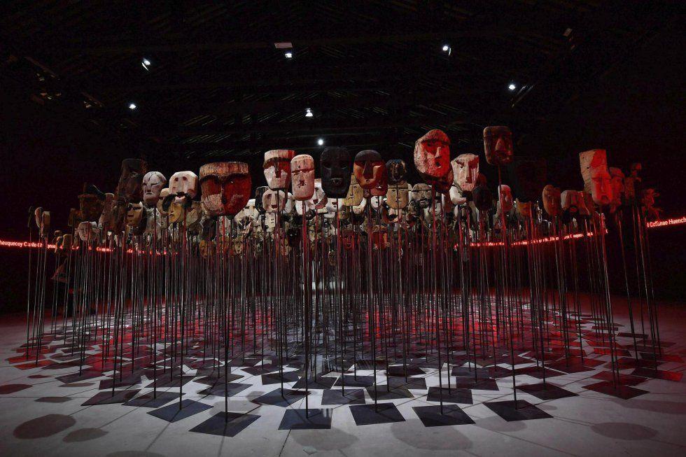 Vista de la instalación del artista chileno Bernardo Oyarzun expuesta en el pabellón de Chile, durante la presentación a la prensa del 57º Bienal de Venecia.