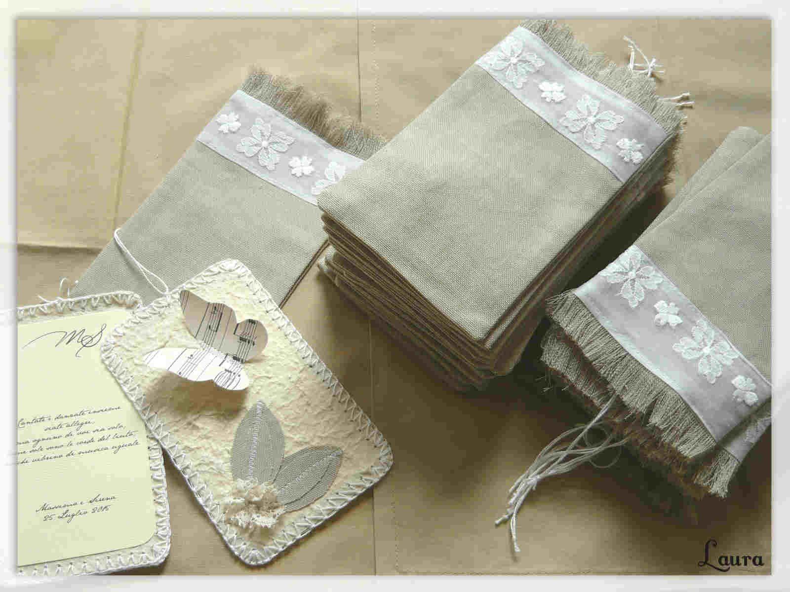 Partecipazioni Matrimonio Uncinetto.Partecipazioni Carta A Mano Rifinite A Crochet Con Applicazioni Di