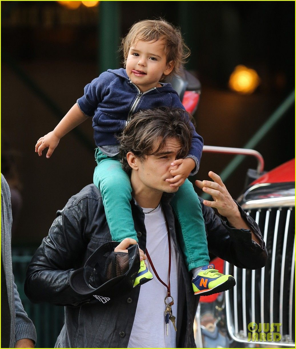 Orlando Bloom Gets His Nose Picked By His Son Flynn ...
