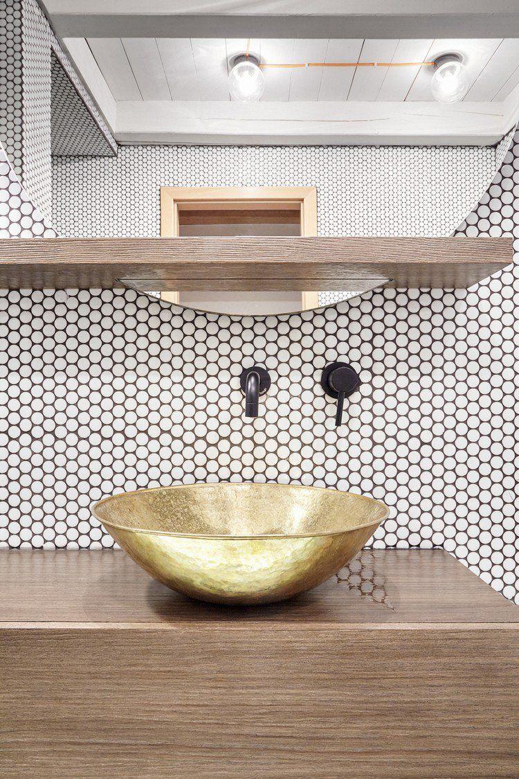 Carrelage Mosaique Salle De Bain Et Cuisine Le Petit Detail Qui Fait Une Grande Difference Bathroom Shelf Decor Modern Bathroom Design Modern Bathroom